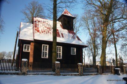 Kościół w Kozielcu w zimowej szacie