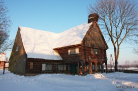 Chata w Chrystkowie zimą