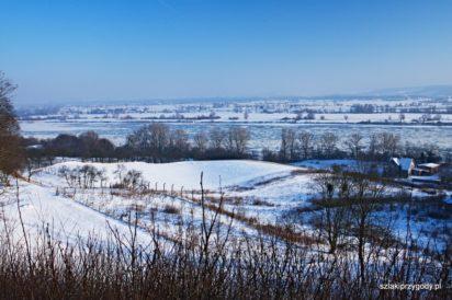 Zimowa Dolina Dolnej Wisły z punktu widokowego w Kozielcu