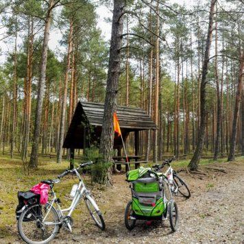 Jeden z parkingów leśnych pod Czerskiem