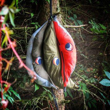 Hamak, moskiteria i tarp w swoich pokrowcach