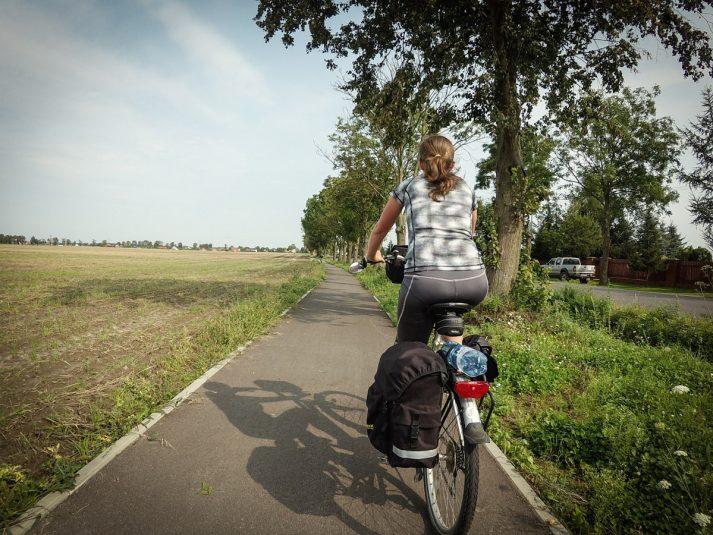 ścieżka rowerowa miedzy Borównem i Dobrczem