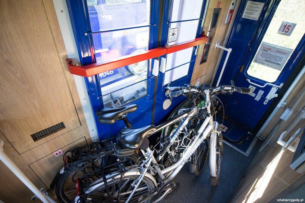 Pociąg relacji Lublin - Szczecin i asbolutny brak miejsca dla rowerów