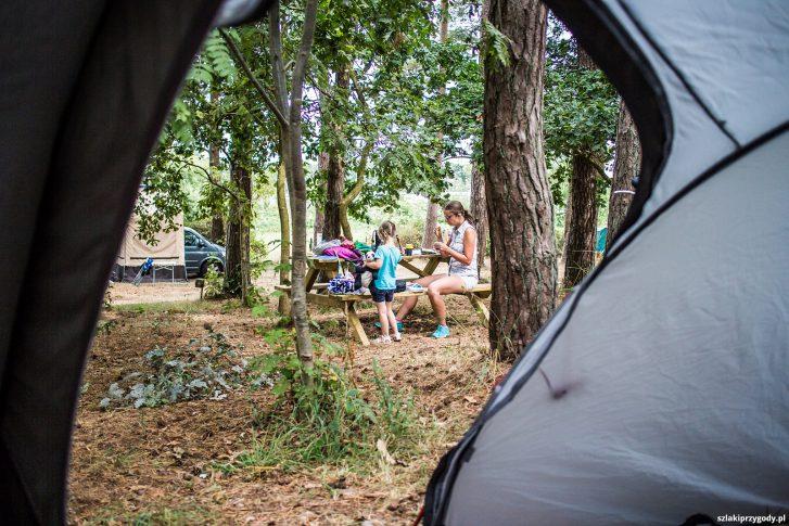 Poranek na campingu w Freest