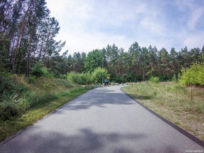 Idealnie gładka droga prowadząca do granicy