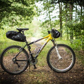 Sakwy na rowerze górskim