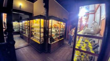 Wnętrze muzeum minerałów