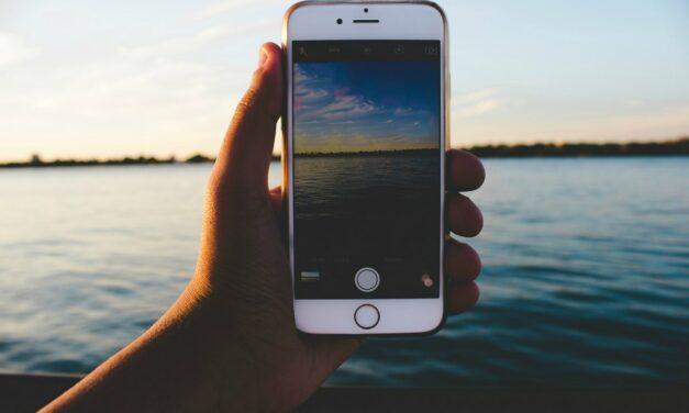 Czym fotografować w podróży? Aparat czy komórka?